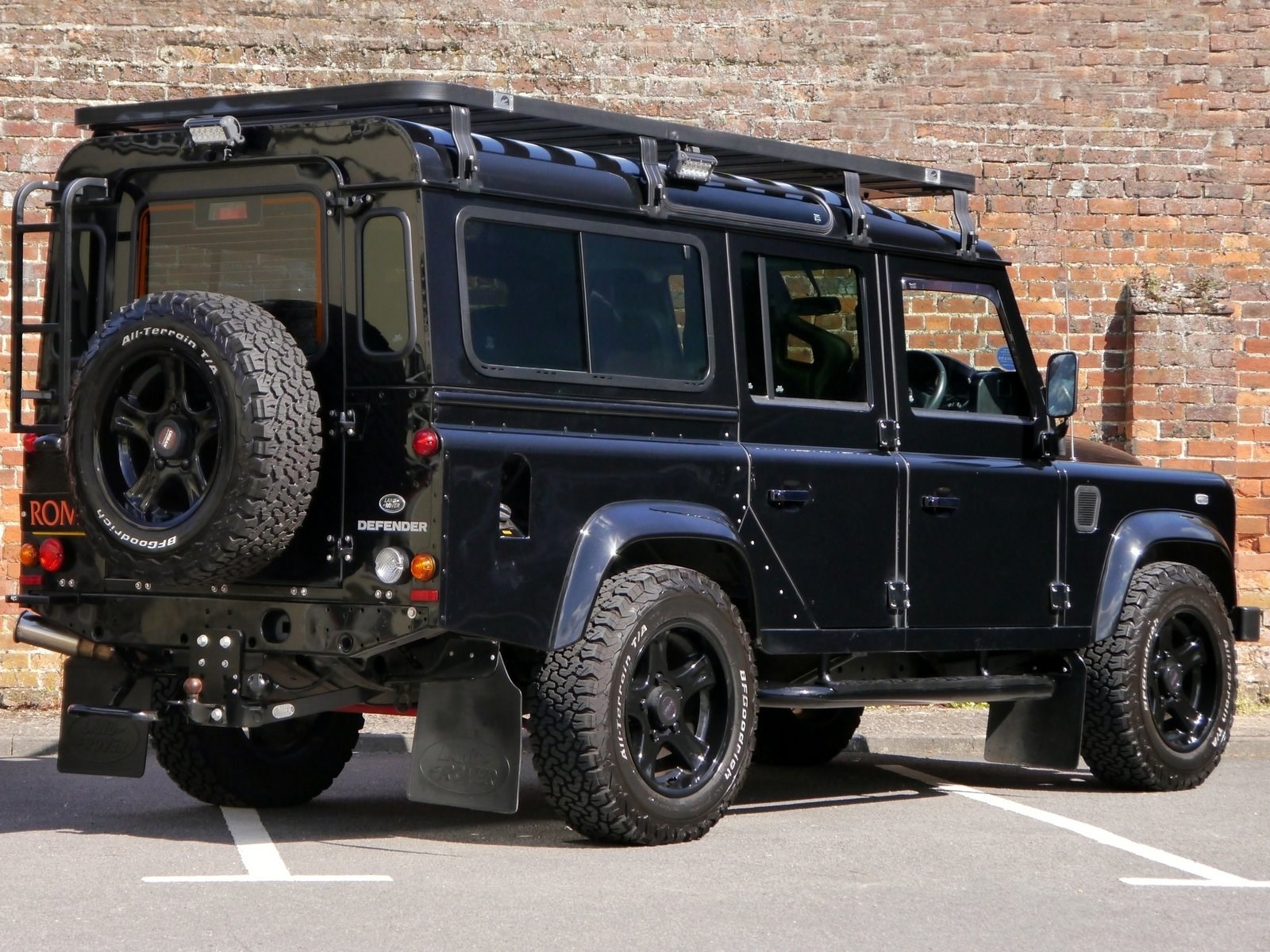 Land Rover Defender 110 XS 2.2D - Urban Automotive - Loads of ...