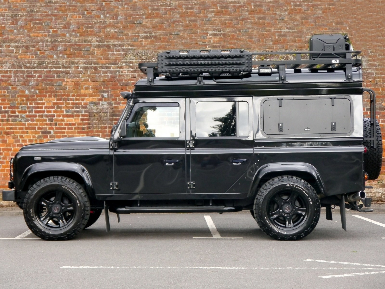 Land Rover DEFENDER 110 XS 2 2D - URBAN AUTOMOTIVE